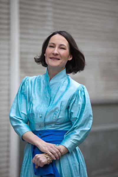 Christine von Brühl - Porträt blaues Kleid - © Thomas Kierok